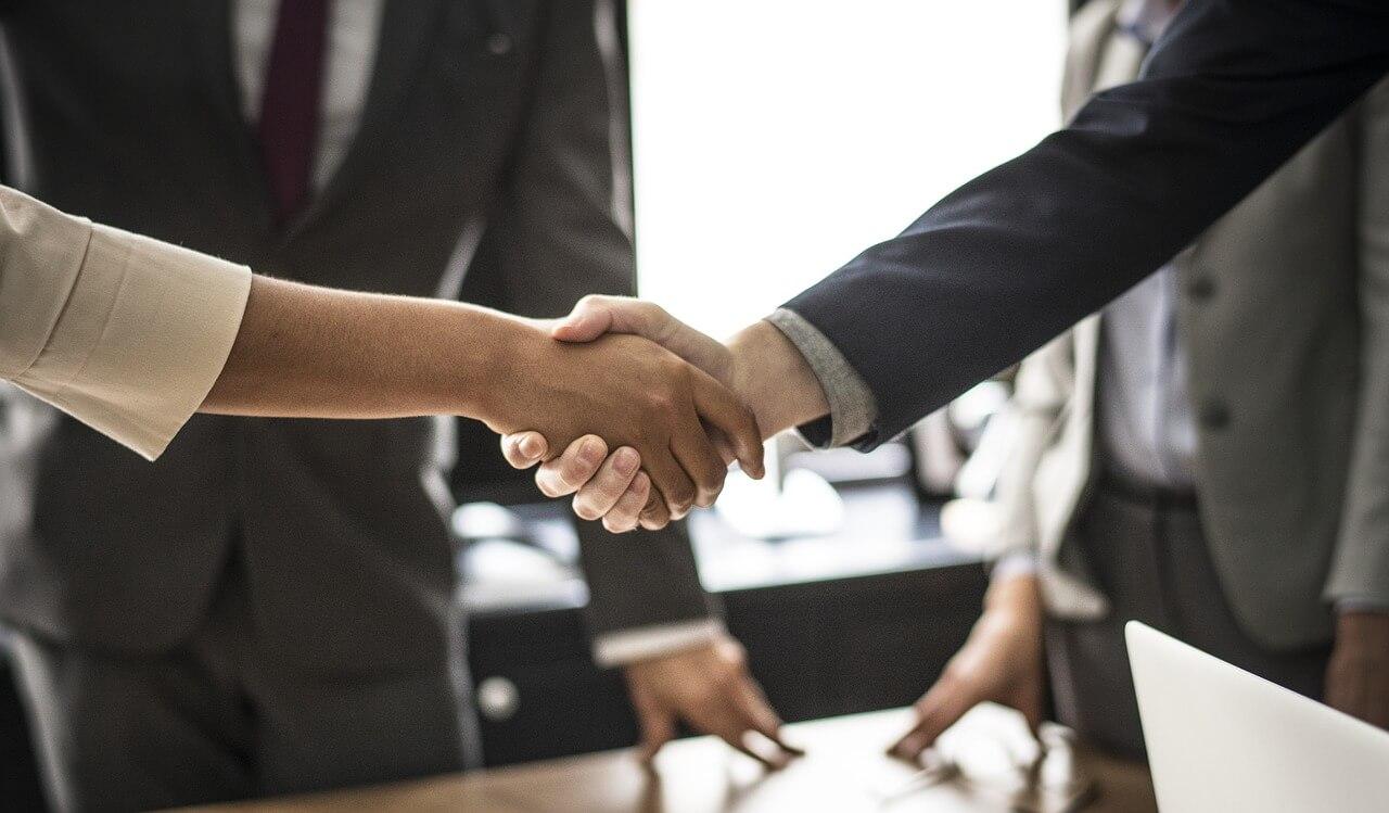 Entenda as vantagens da negociação online para fechar acordos