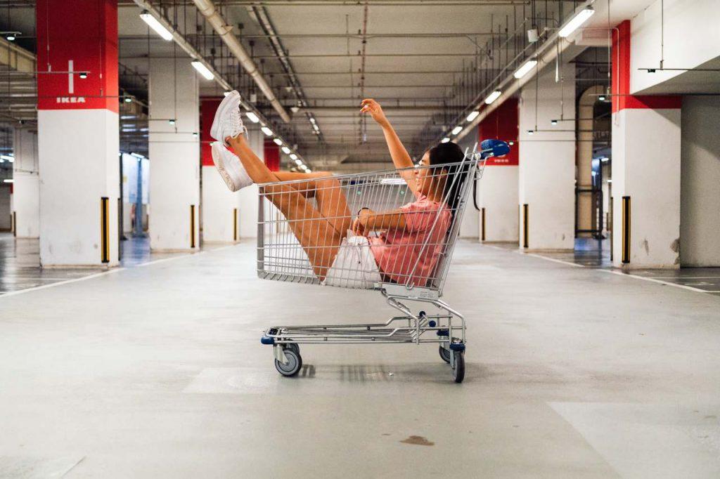 3 reportagens sobre direito do consumidor. Foto: Hanson Lu/Unsplash
